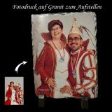 Ihr Foto mit Wunschtext auf einer stabilen, edlen Granitplatte zum Aufstellen - inkl. Ständer